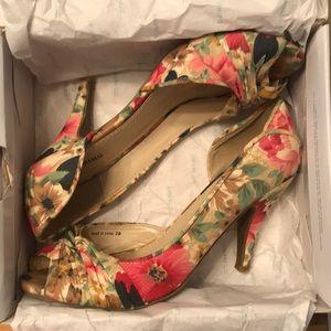 Call it Sprint Rafa floral heels size 9